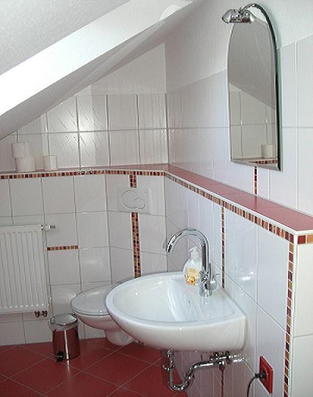 Gäste-WC im Obergeschoss (neu: 2014)