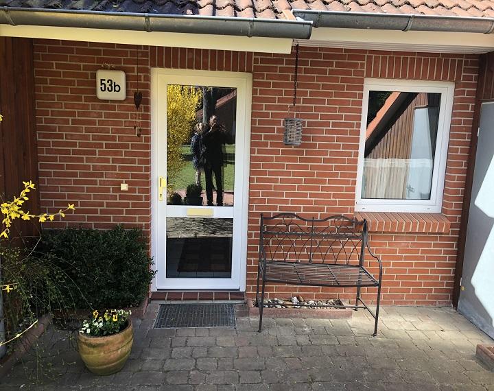 Eingang mit Terrasse 1