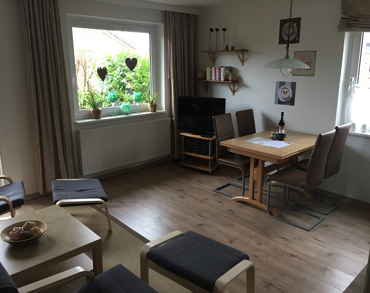 sehr helles Wohnzimmer - renoviert 2017